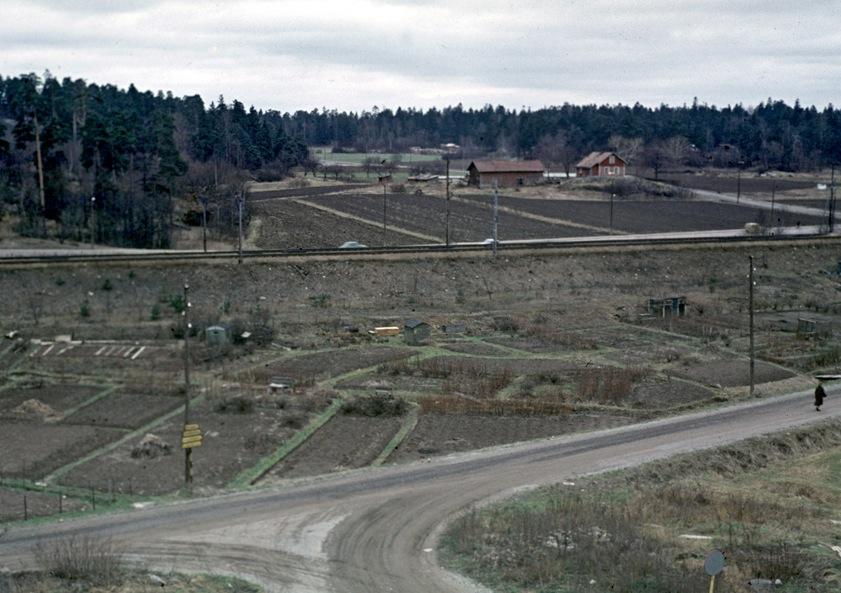 Ankdammsgatan och järnvägen som det såg ut på 1950-60 -talet. Foto: Solnas Stads bildarkiv